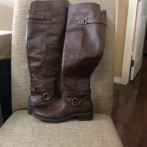 Shoes - Guess boots in perfect condition